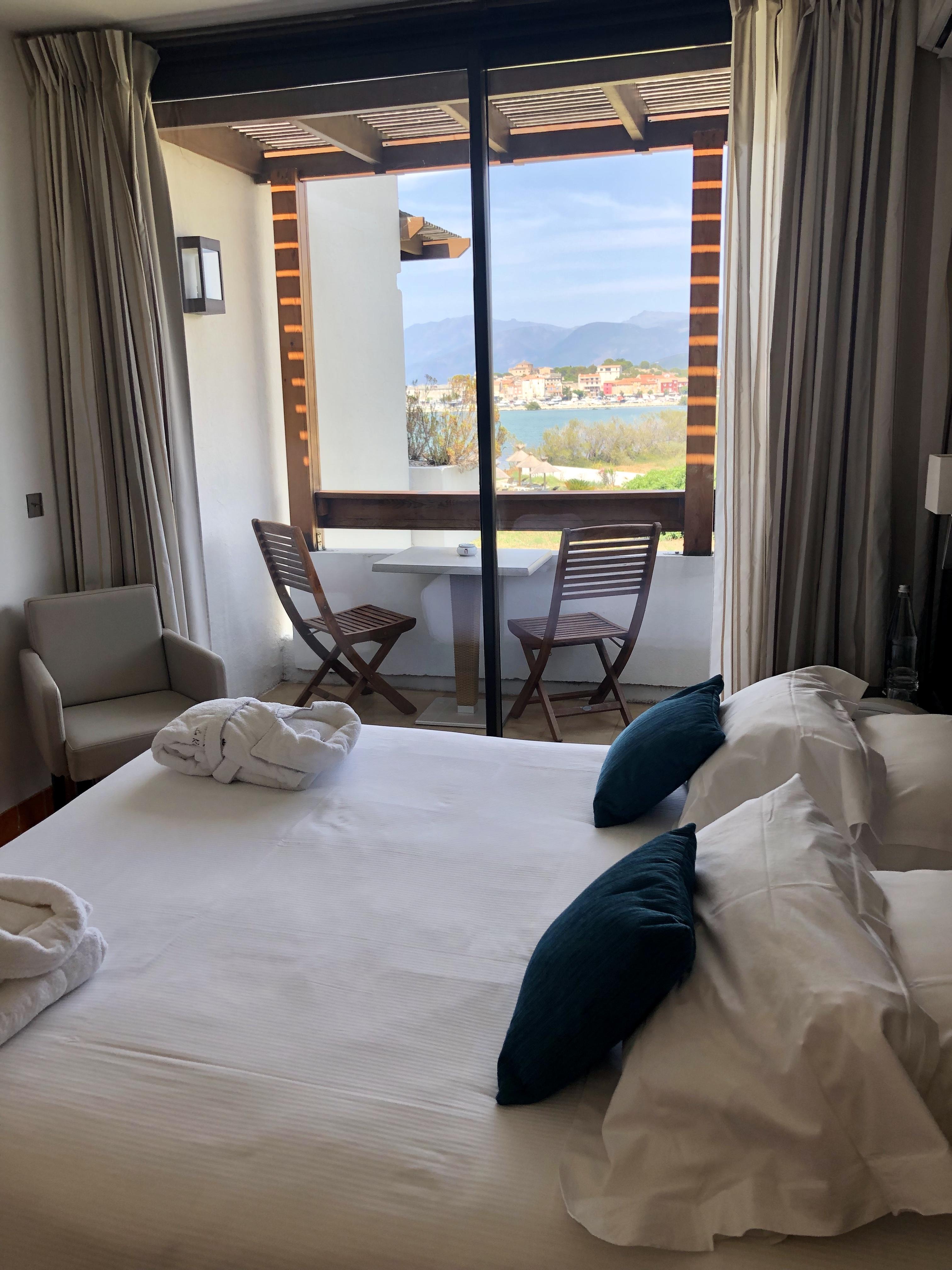 Chambre hôtel La Roya Saint Florent